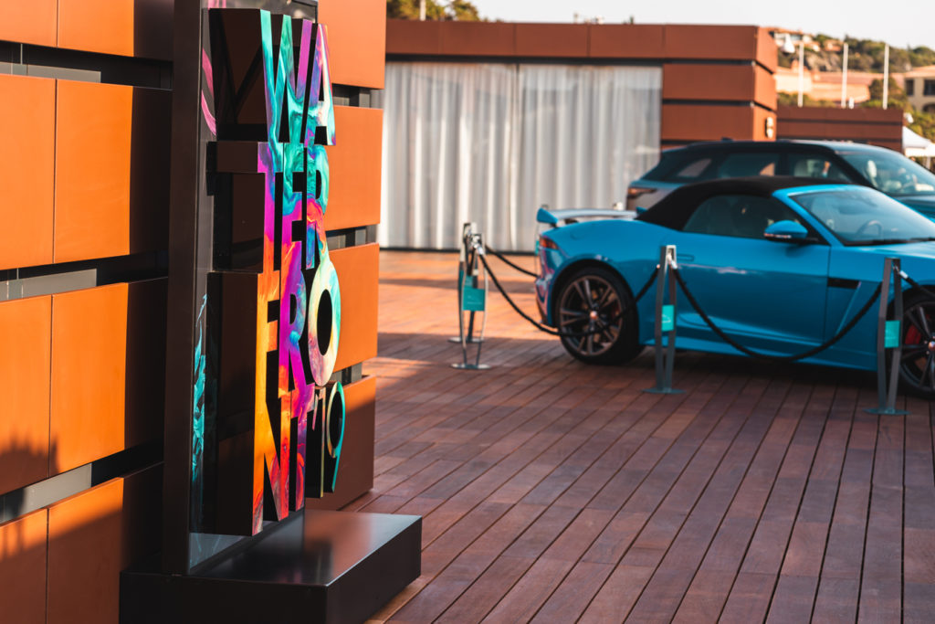 Le Sirene di Forme d'Acqua nella Jaguar Land Rover Summer Lounge al WaterFront 2019