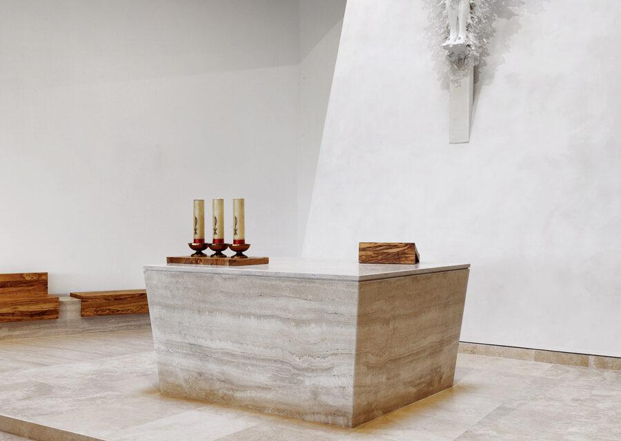 FavrinDesign-Capitana-Mar-interni-aula-chiesa-altare-cristo