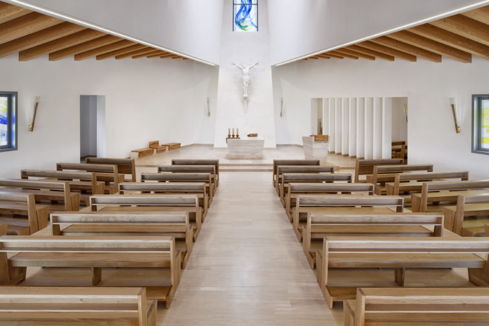 FavrinDesign-Capitana-Mar-interni-aula-chiesa-jesolo