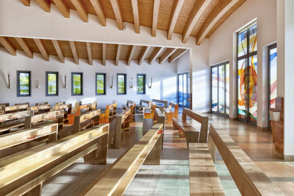 FavrinDesign-progetto-vetrate-chiesa-interno-colori