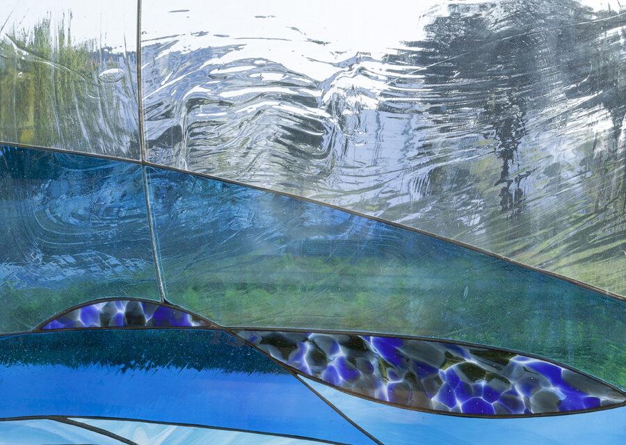 FavrinDesign-progetto-vetrate-chiesa-interno-mare-blu-colori