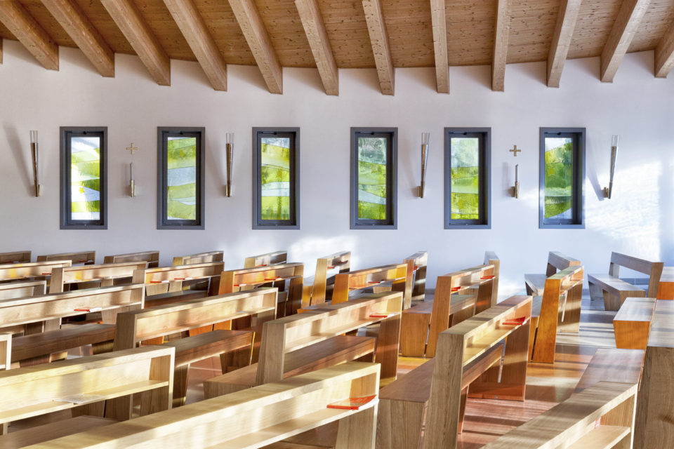 FavrinDesign-progetto-vetrate-laterali-chiesa-interno-jesolo
