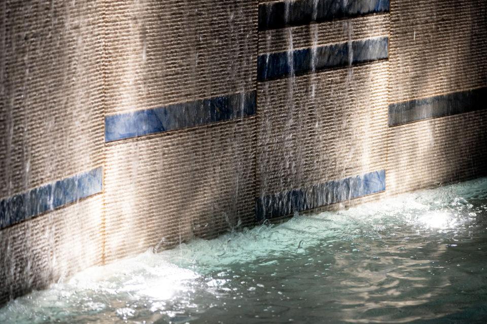 FavrinDesign-San-Francesco_fontana-parete-acqua-led-sera