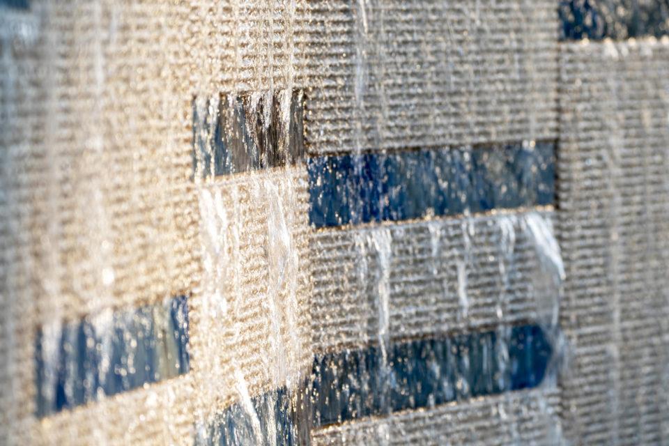 FavrinDesign-San-Francesco_fontana-parete-acqua-rigatino-pietra-tracimazione