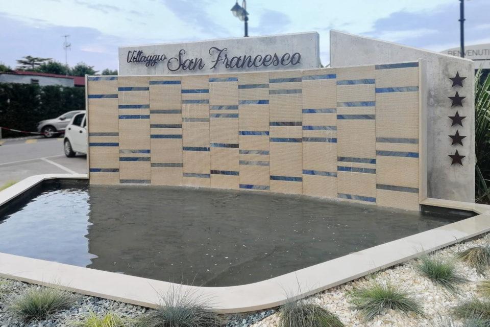 FdA-Fontana-ingresso-SanFrancescoVillage